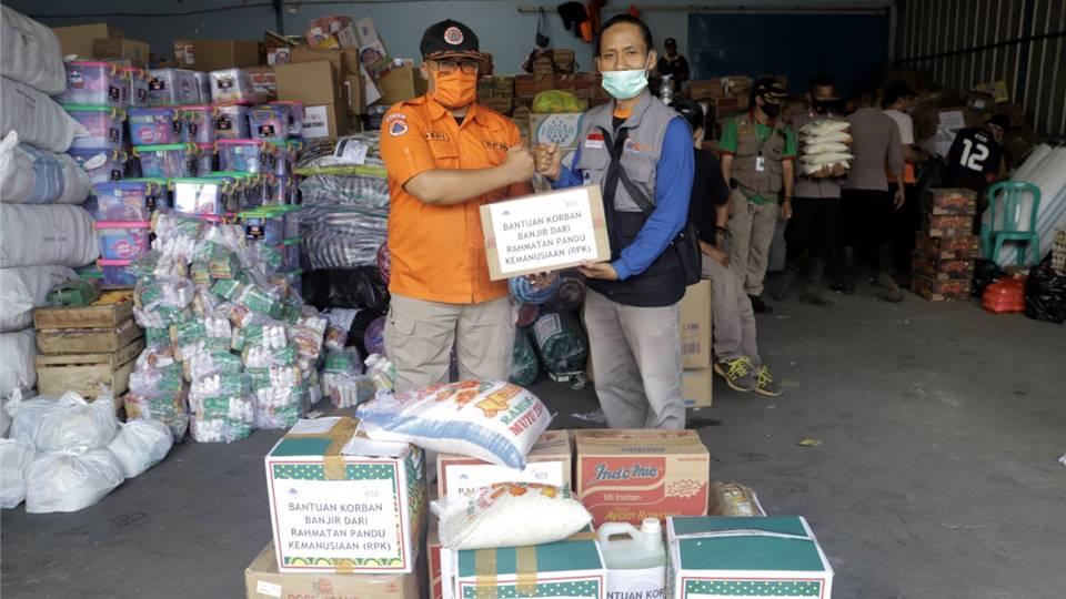 Rahmatan Pandu Kemanusiaan Bantu Korban Banjir di Sukabumi