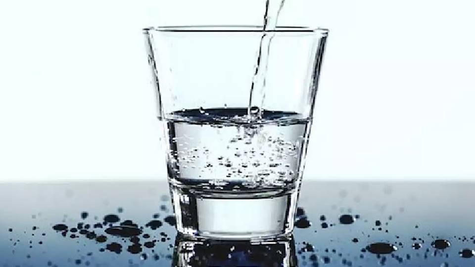 delapan gelas air sehari