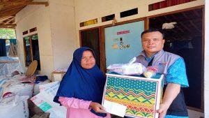 Pembagian Paket Sembako Untuk Yatim dan Dhuafa