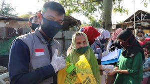 Berbagi Bersama Warga Kampung Pemulung Bintara